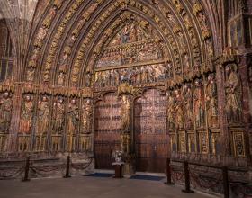 Uno de los monumentos que no puedes perderte en Laguardia es la Iglesia de Santa María de los Reyes. La verdadera joya del templo es su portada gótica, realizada en piedra, de finales del s. XIV y que conserva en perfecto estado su policromía que data del